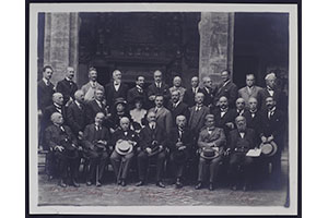 Group photos of the attendants of the National Congress of the Society of Critical History of Medical and Physical Sciences (Bologna, 1922).