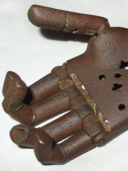 Right-hand prosthesis with movable fingers, 16th century (?).