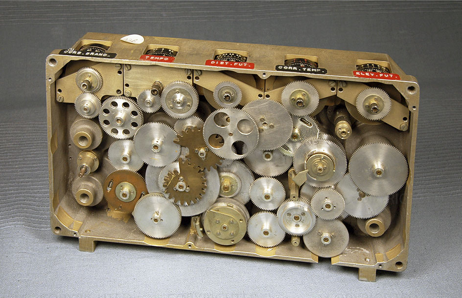 Geared plate for electromechanical calculator