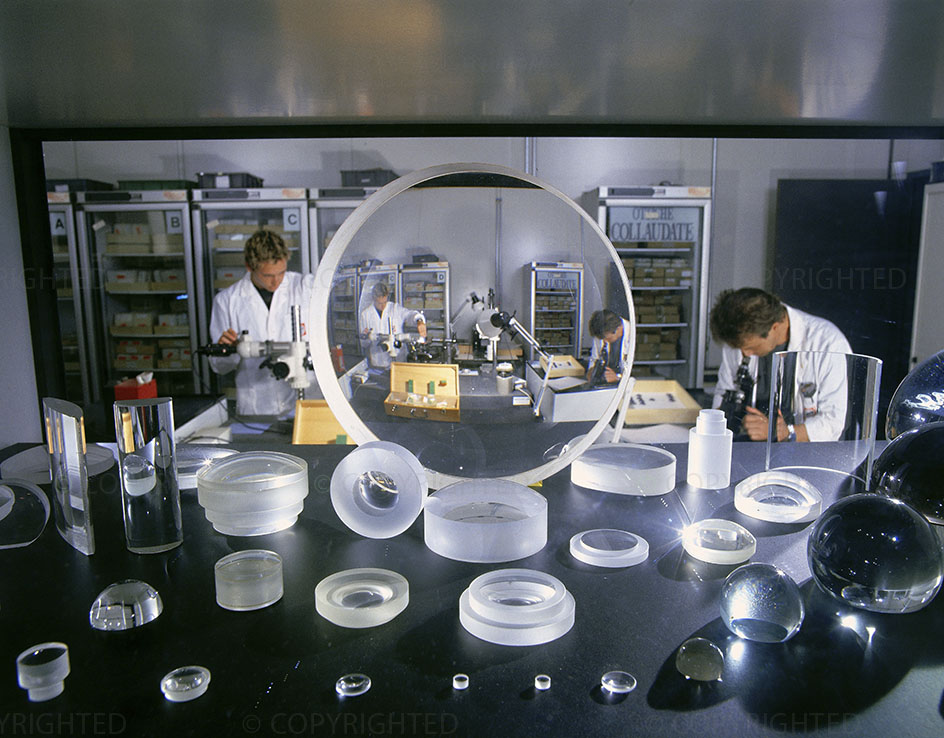 Testing room for optical surface finishing (lenses and prisms), 2000